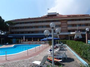 Park Hotel è una struttura alberghiera mette a disposizione dei suoi clienti un campo da tennis e spazi interni per lo svolgimento di iniziative speciali ed eventi